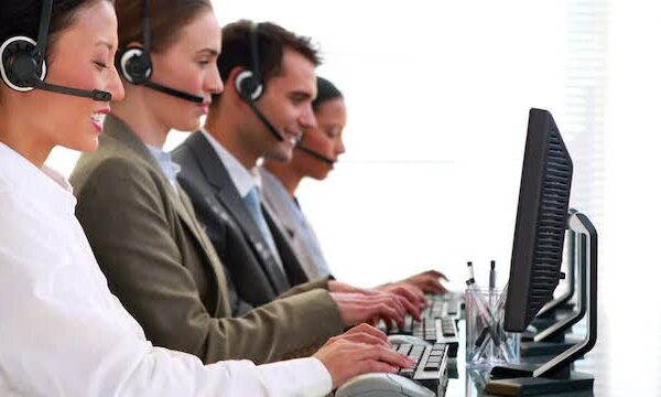 618762146-mouse-computer-customer-consultant-call-center-telefone-operator